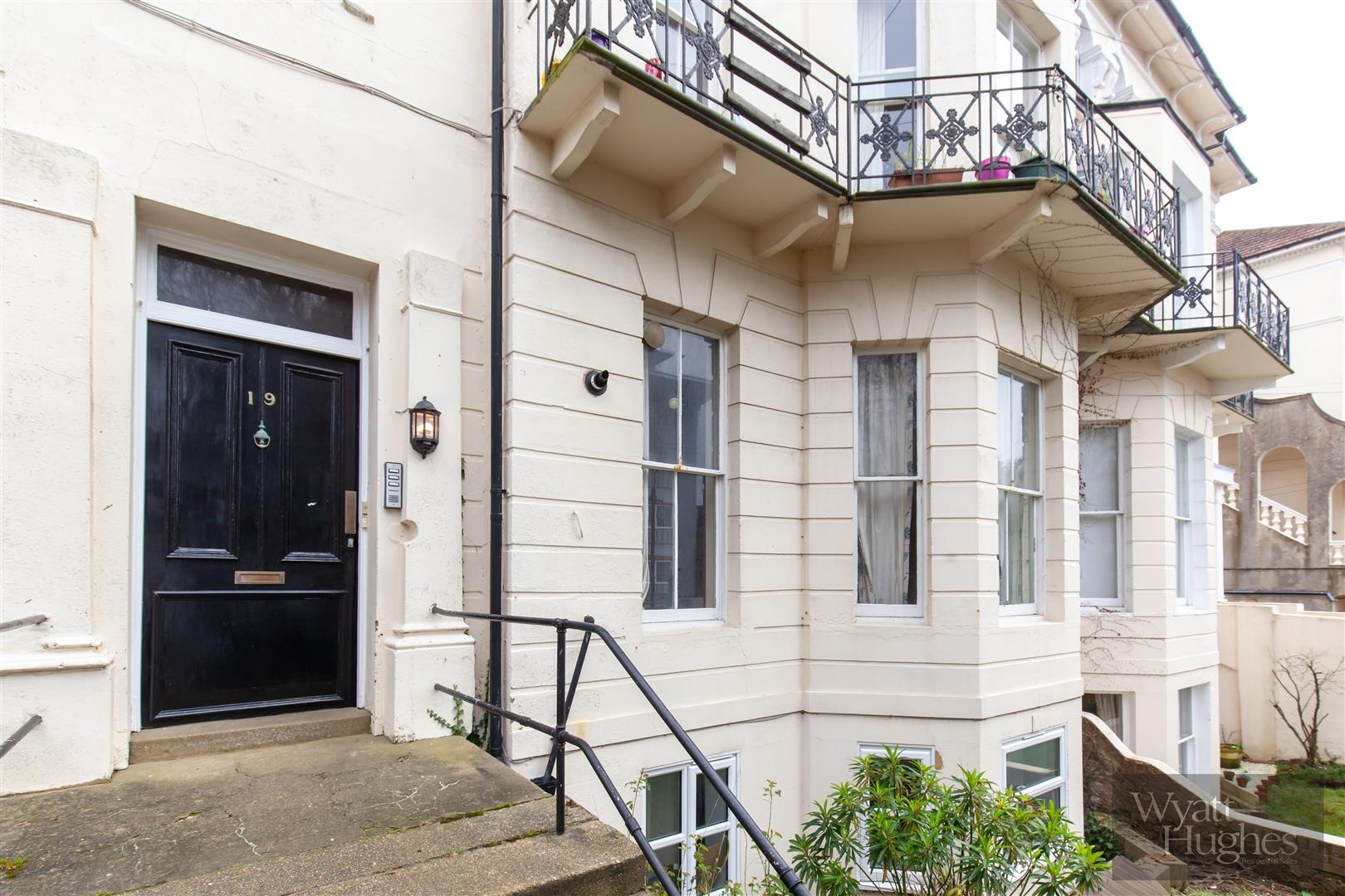 2 bed flat for sale in Chapel Park Road, St. Leonards-On-Sea - Property Image 1