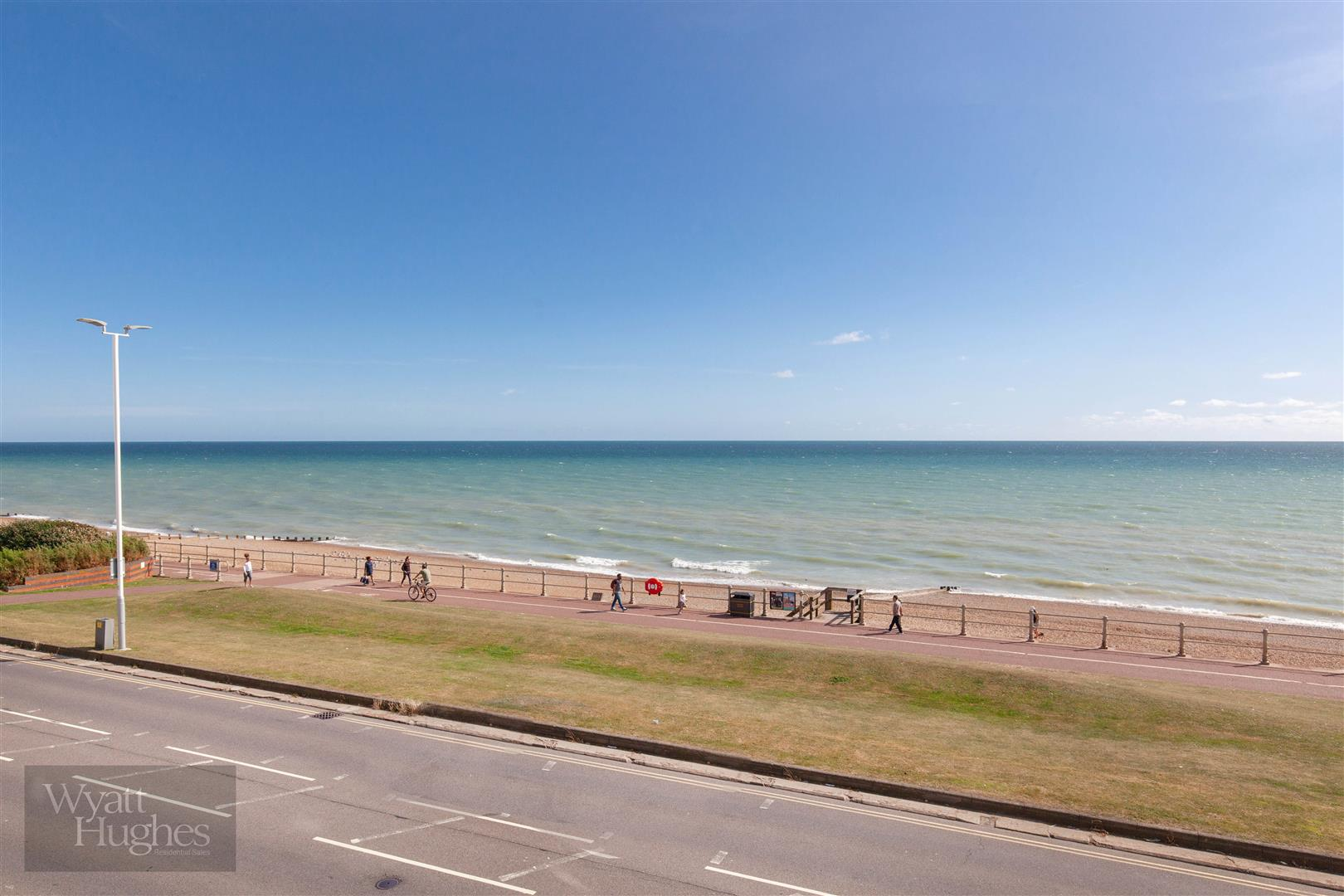 2 bed flat for sale in Marina, St. Leonards-On-Sea  - Property Image 4