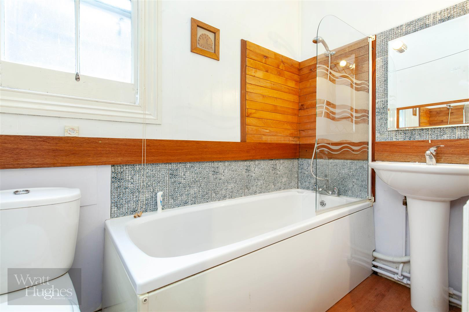 2 bed flat for sale in Marina, St. Leonards-On-Sea  - Property Image 10