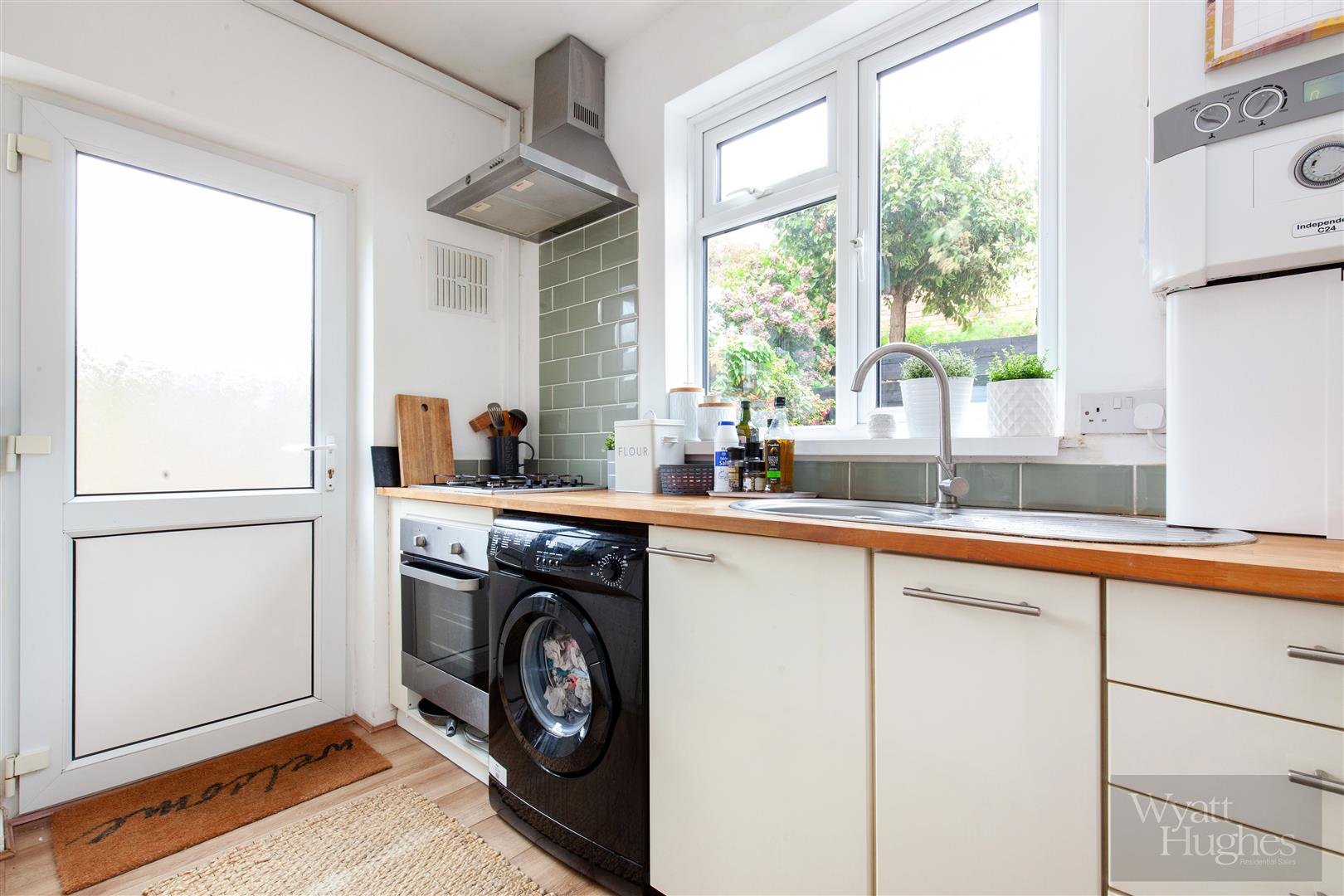 2 bed flat for sale in St. Pauls Place, St. Leonards-On-Sea  - Property Image 2