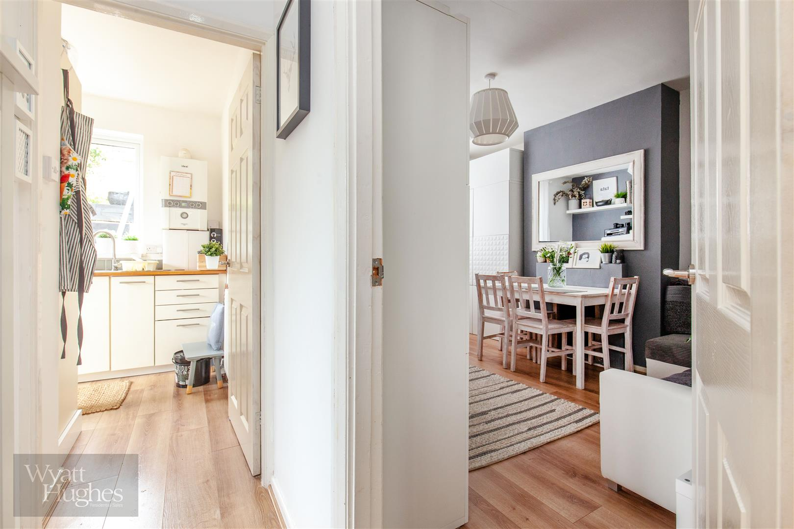 2 bed flat for sale in St. Pauls Place, St. Leonards-On-Sea  - Property Image 9