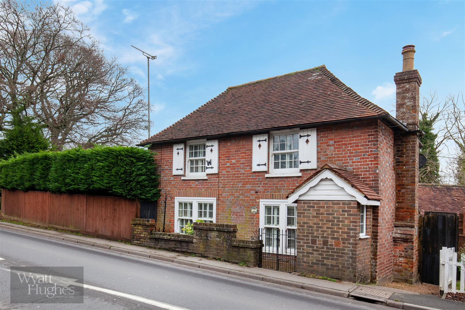 3 bed cottage for sale in The Green, Catsfield, Battle - Property Image 1