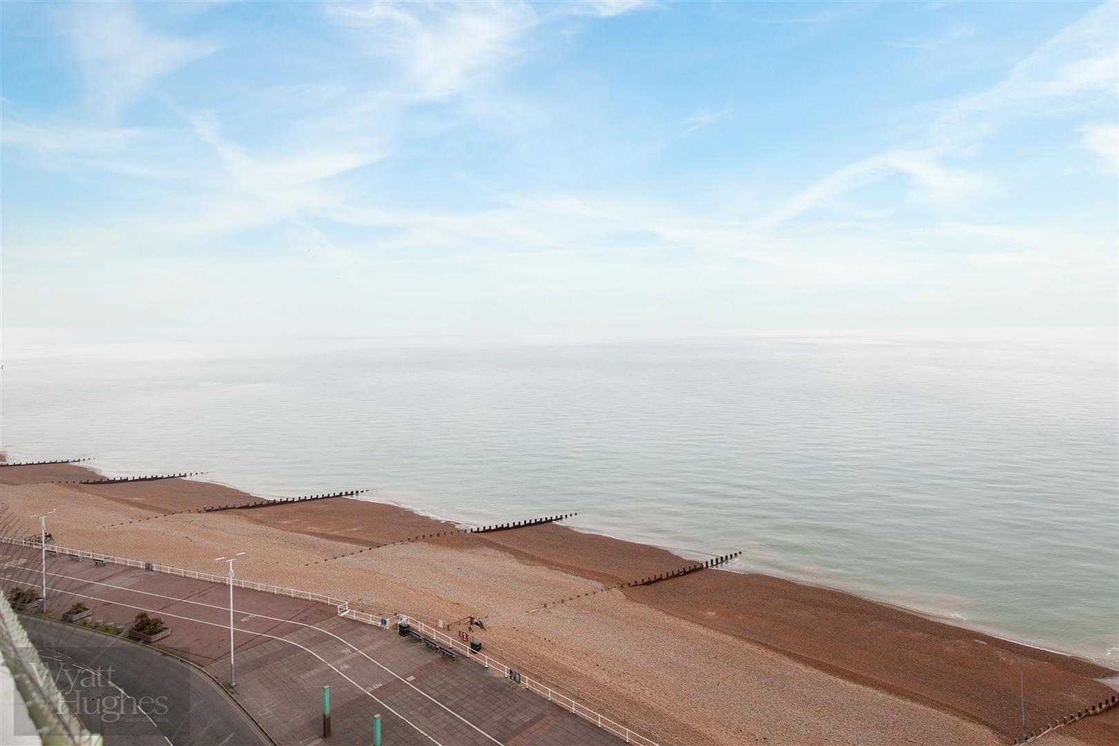1 bed flat for sale in Marine Court, St. Leonards-On-Sea  - Property Image 13