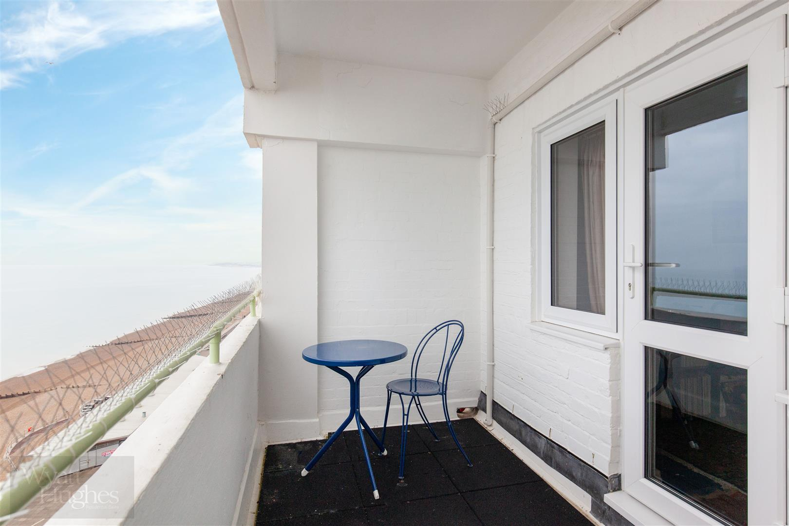 1 bed flat for sale in Marine Court, St. Leonards-On-Sea  - Property Image 14