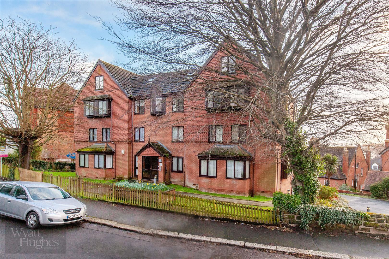 2 bed flat for sale in De Cham Road, St. Leonards-On-Sea - Property Image 1