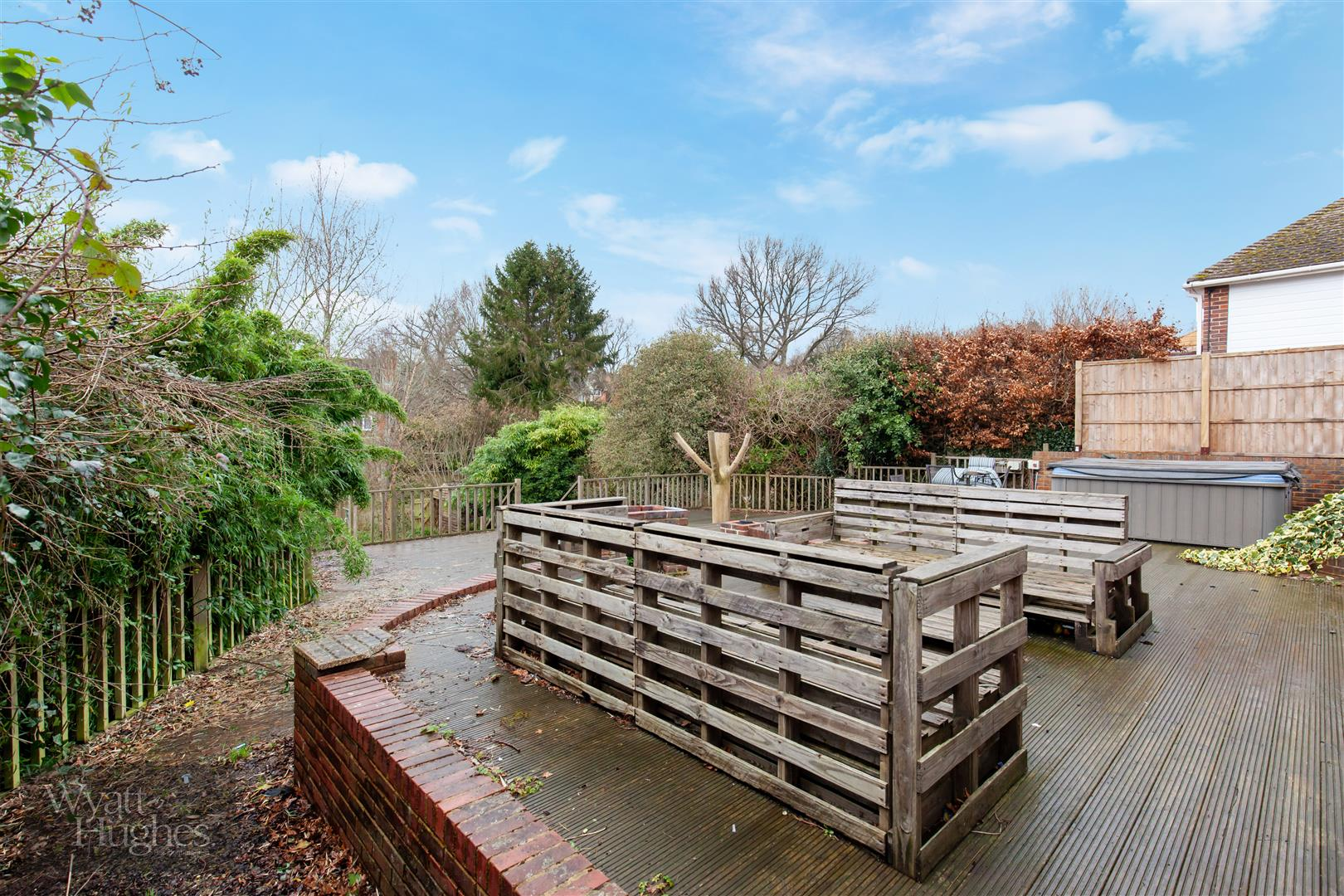 4 bed detached bungalow for sale in Gorselands, Battle 27