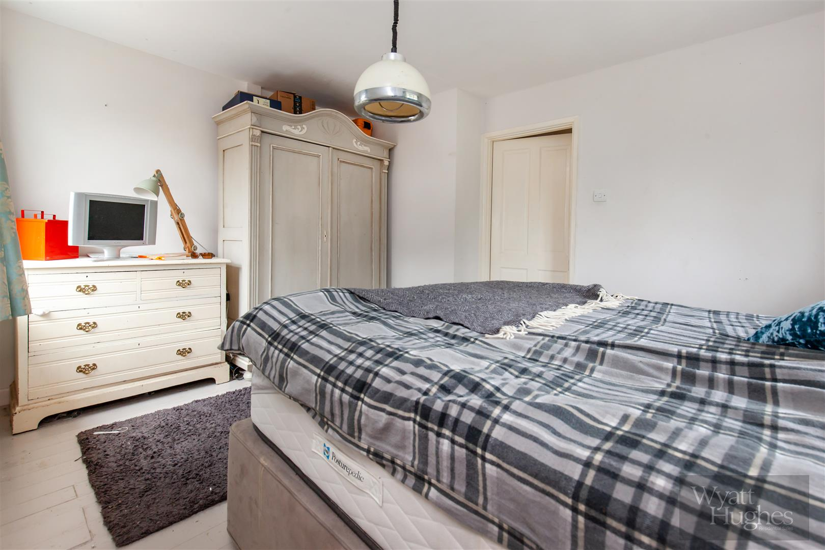 4 bed detached bungalow for sale in Gorselands, Battle 11