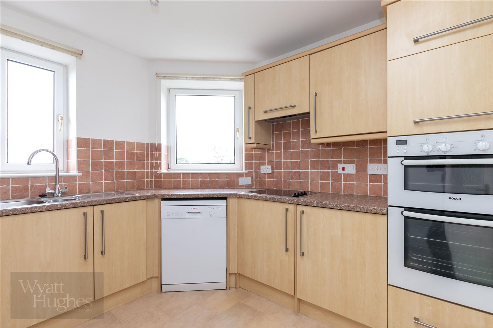 2 bed apartment for sale in Finch Mansions, St. Leonards-On-Sea  - Property Image 5