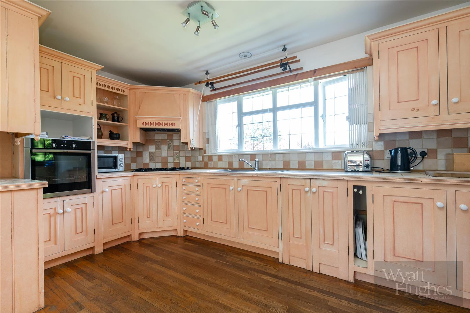 3 bed detached bungalow for sale in Maple Walk, Bexhill-On-Sea 9