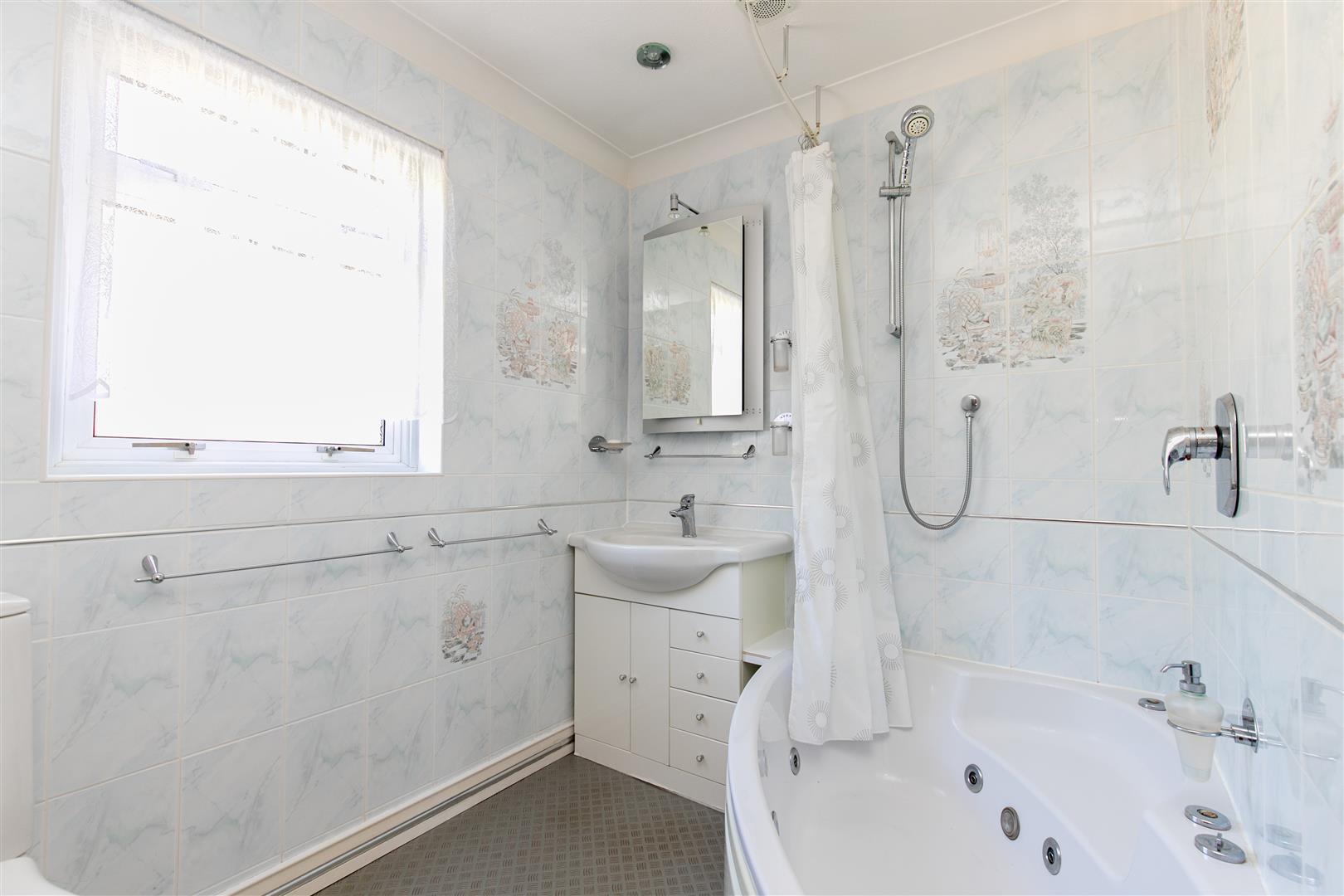 4 bed detached house for sale in St. Helens Park Road, Hastings  - Property Image 22