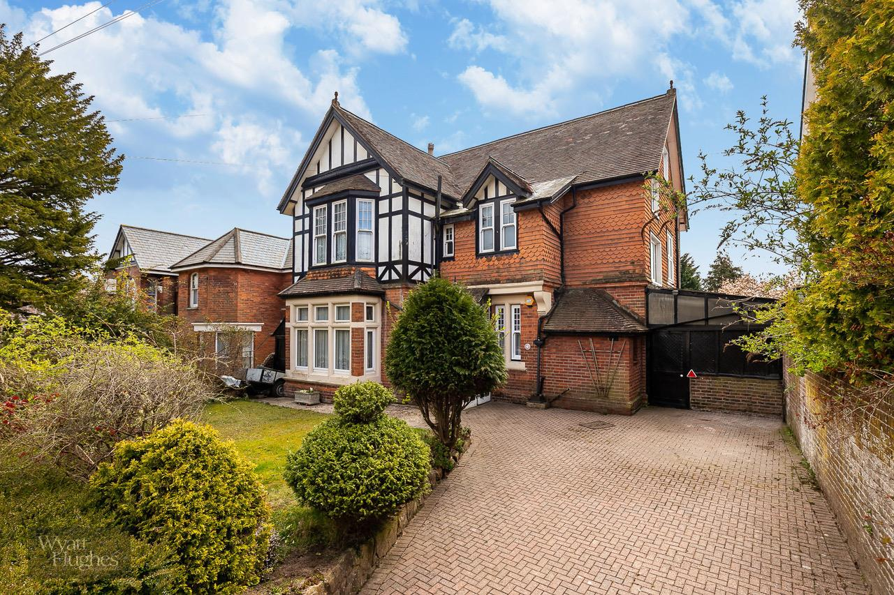 6 bed detached house for sale in Springfield Road, St. Leonards-On-Sea  - Property Image 25