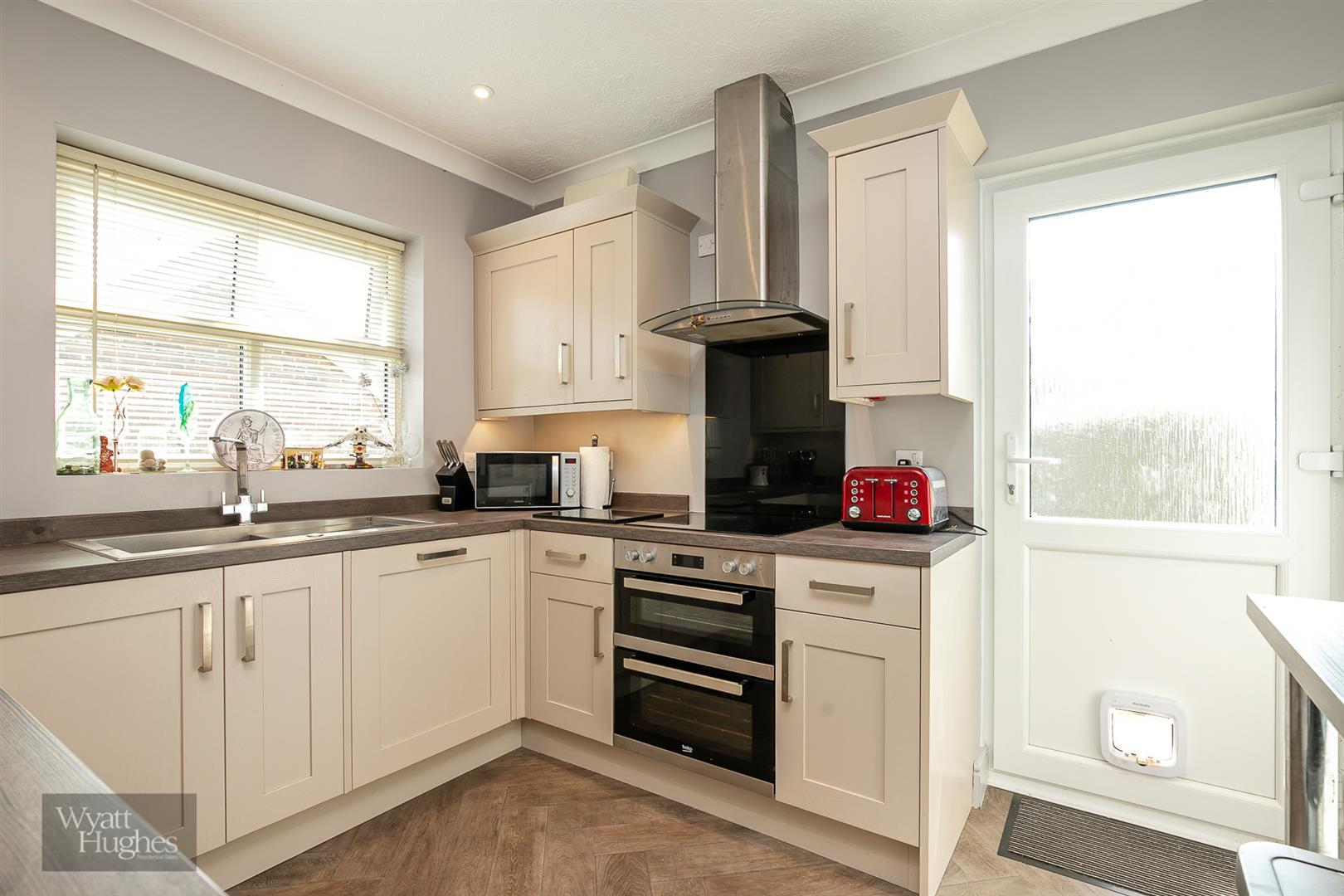 3 bed detached bungalow for sale in Beacon Hill, Bexhill-On-Sea  - Property Image 3