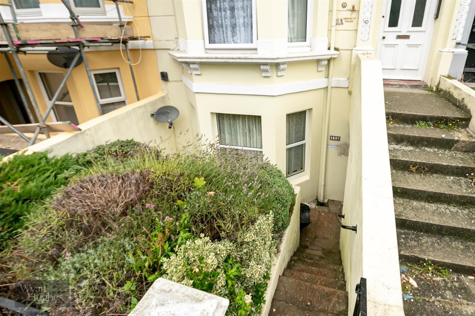 2 bed flat for sale in Cornwallis Terrace, Hastings, TN34