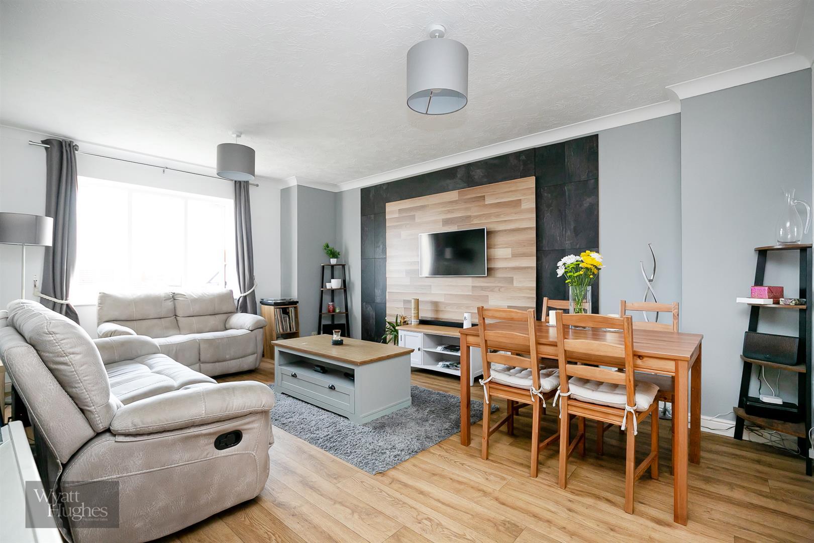 2 bed flat for sale in 143 De La Warr Road, Bexhill-On-Sea, TN40