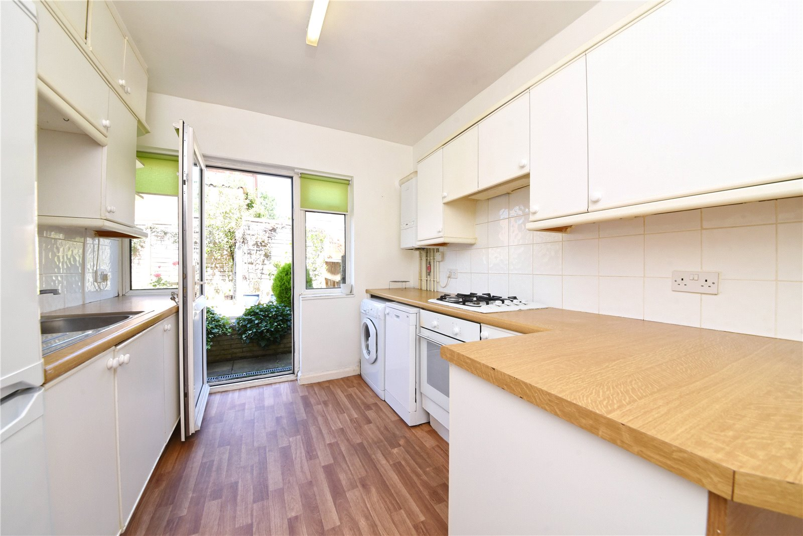 2 bed apartment for sale in Friern Park, North Finchley, N12