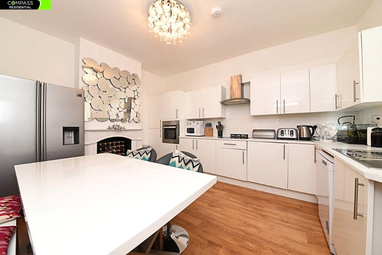 4 bed house to rent in Leicester Road, New Barnet  - Property Image 2