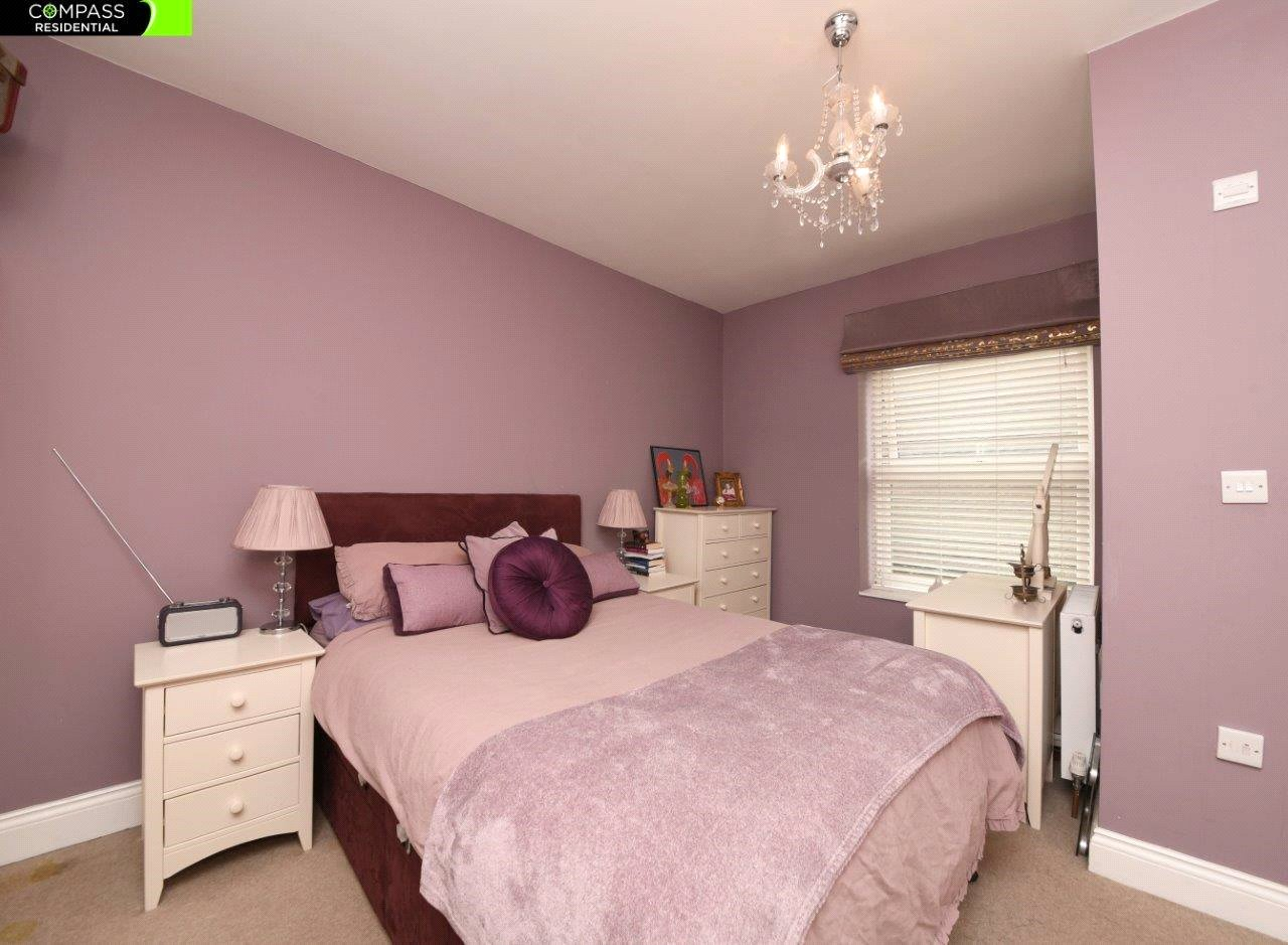 4 bed house to rent in Leicester Road, New Barnet 4