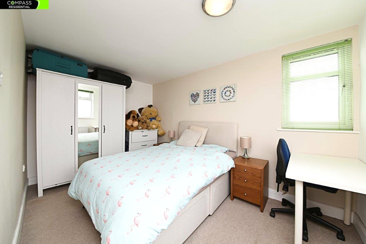 4 bed house to rent in Leicester Road, New Barnet 6