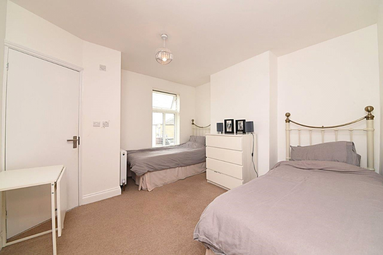 4 bed house to rent in Leicester Road, New Barnet 9