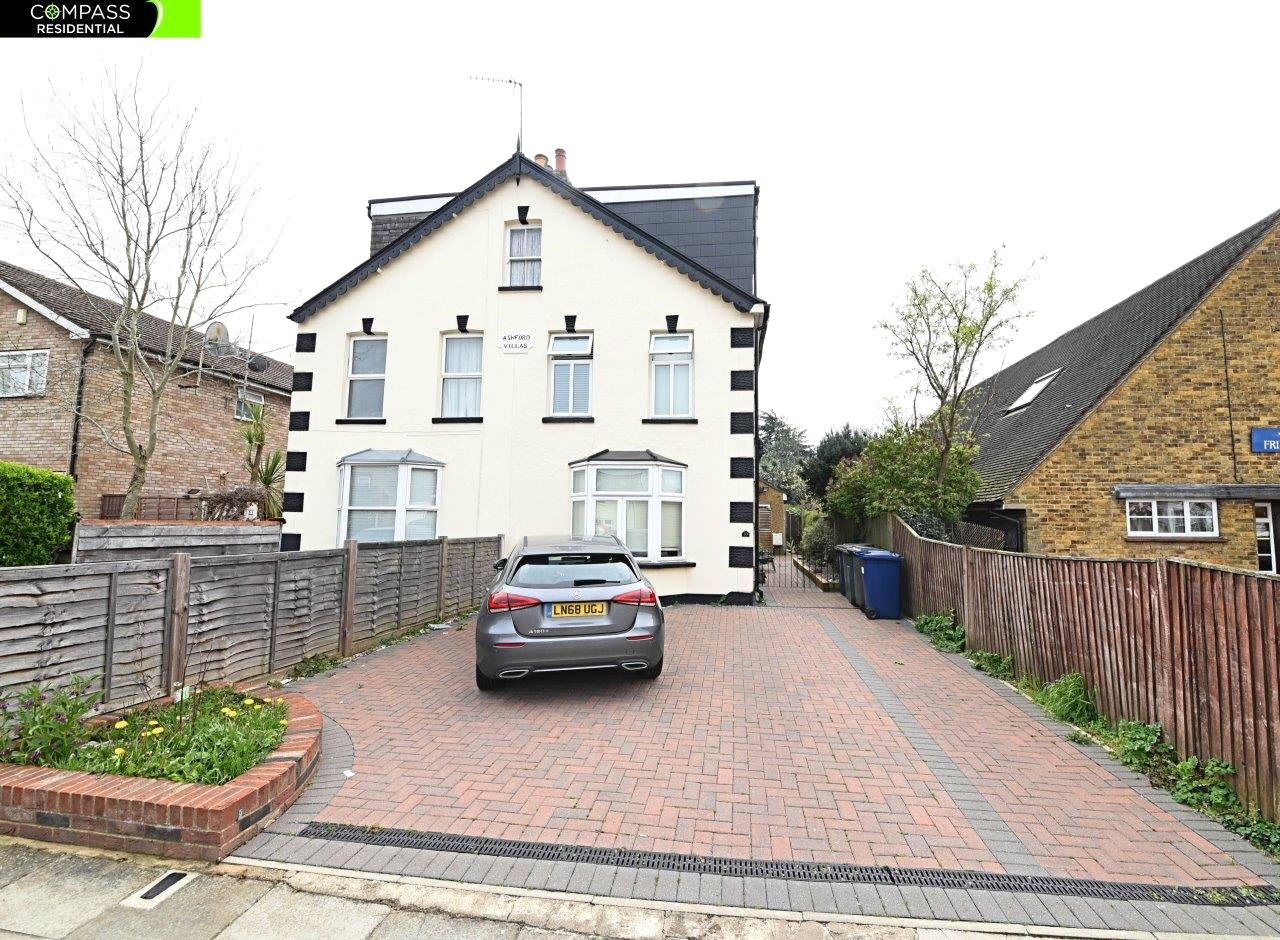 4 bed house to rent in Leicester Road, New Barnet 3