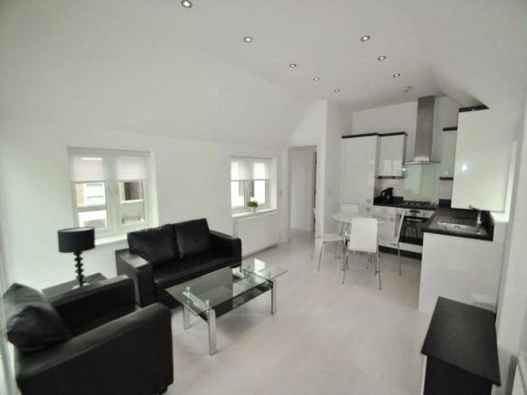 2 bed apartment to rent in Hendon, NW4 4EG 0