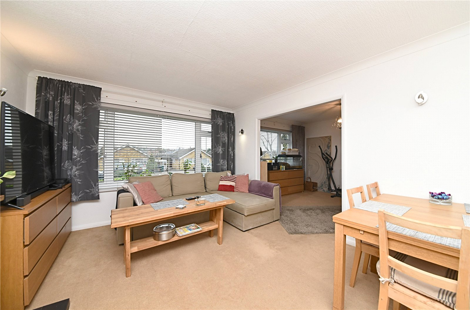 2 bed bungalow for sale in Barnet, EN4 9QT  - Property Image 5