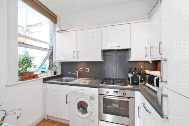 Apartment to rent in Ballards Lane, N3 2