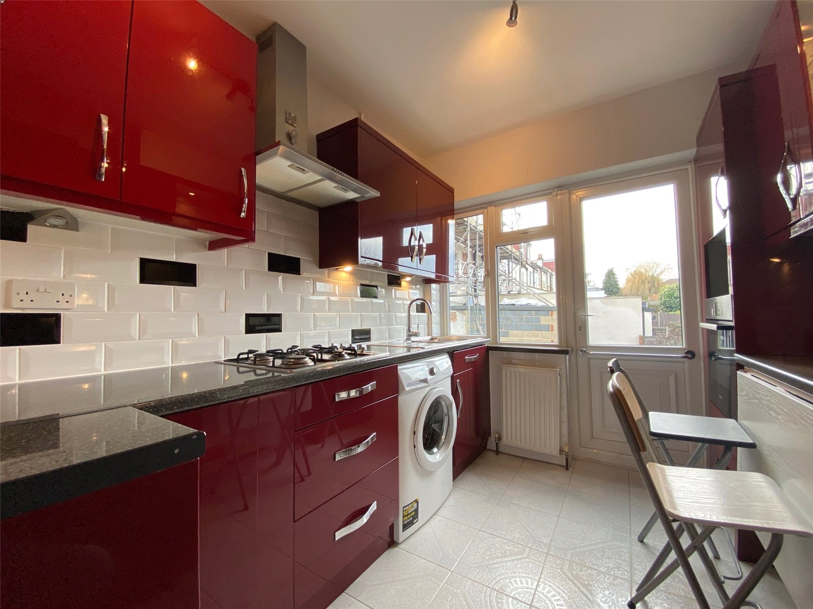2 bed maisonette to rent in Southgate, N14 4DB 0