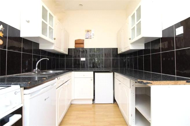 2 bed apartment to rent in Finchley, N3 1XT 0