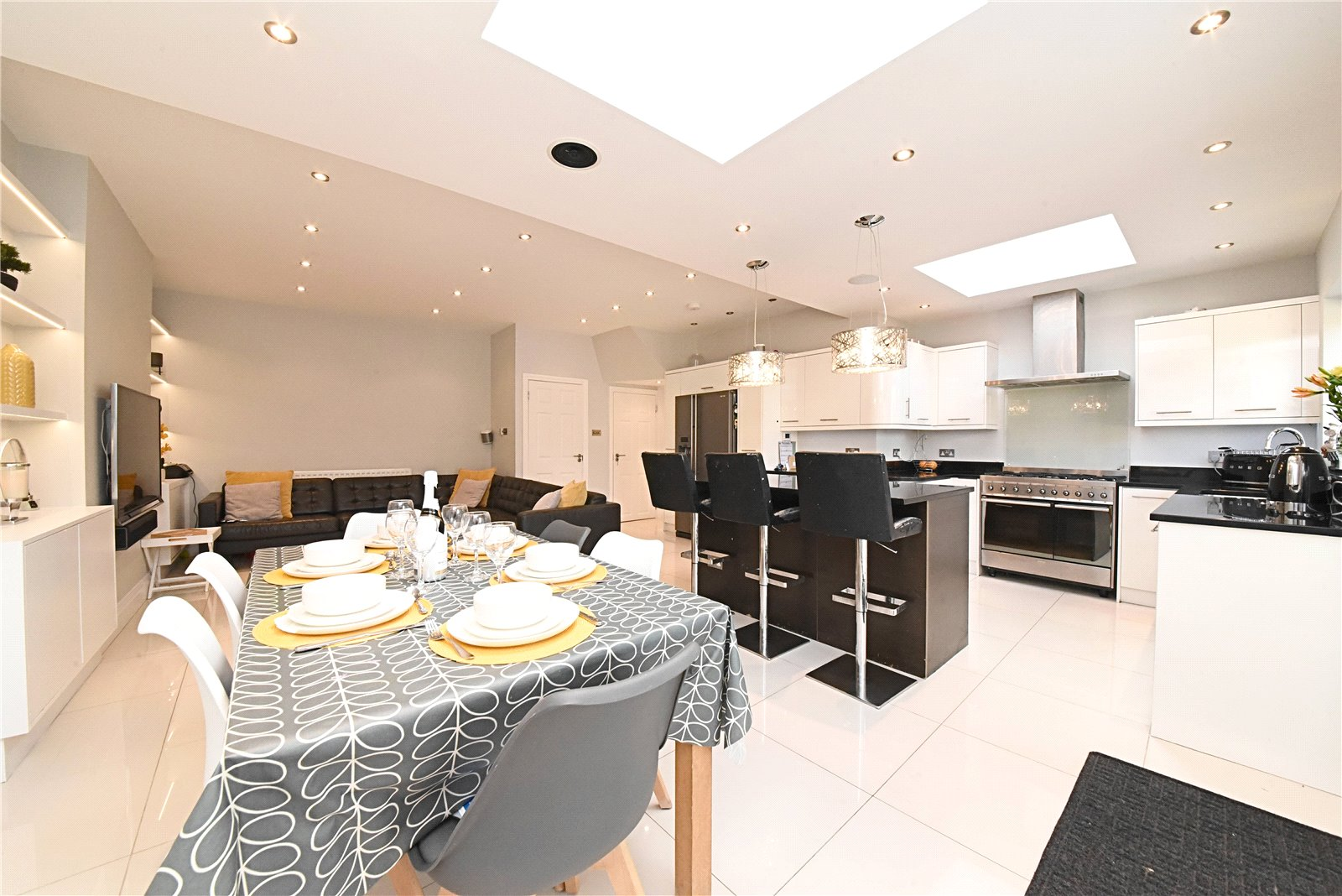 4 bed house for sale in Friern Barnet, N11 1HN 1