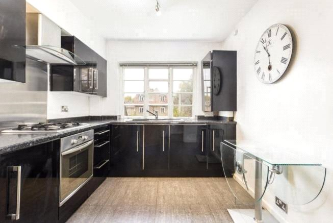 2 bed apartment to rent in London, N2 0JS, N2 0