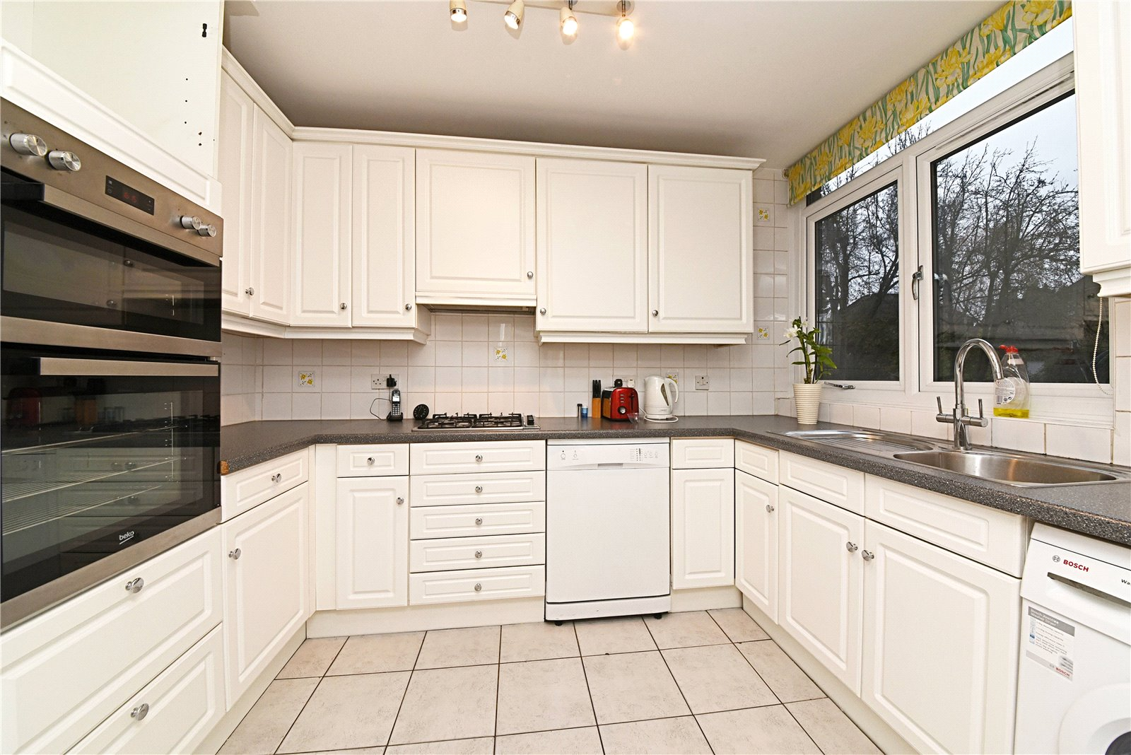 2 bed apartment for sale in Westchester Drive, Hendon, NW4