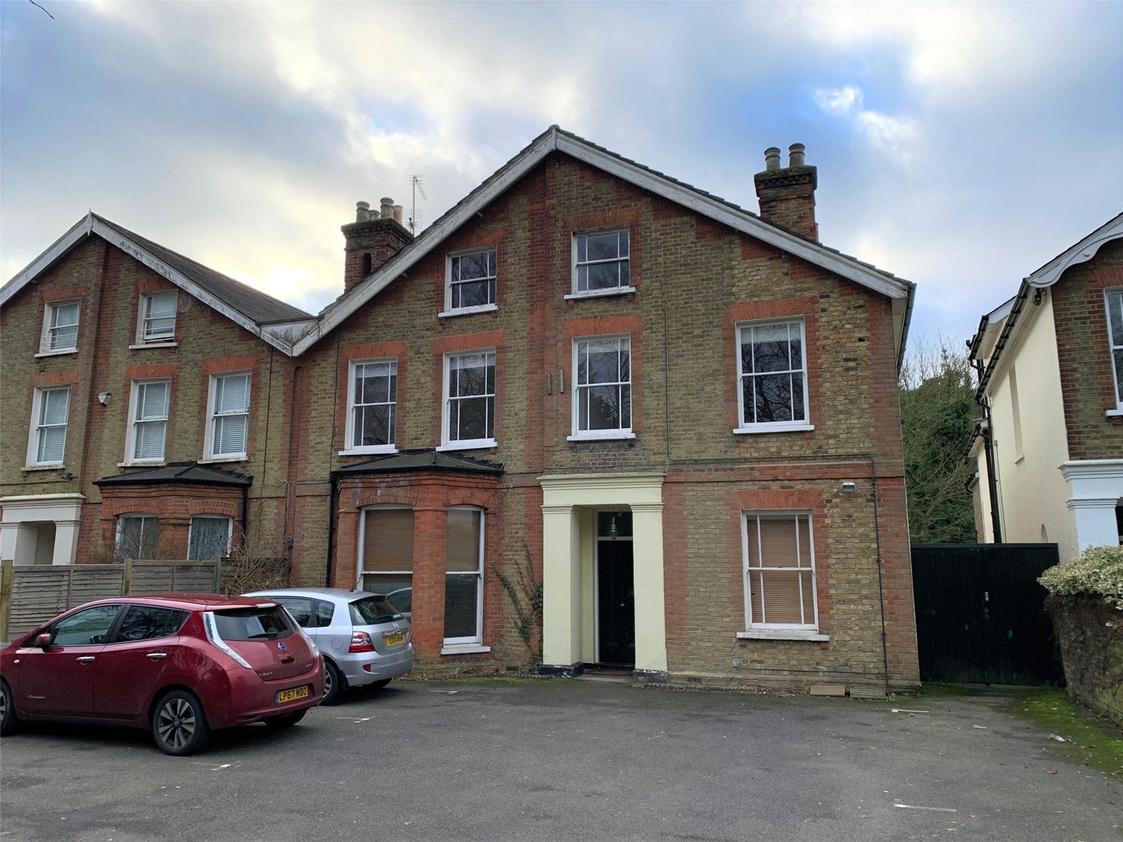 3 bed apartment to rent in Wood Street, High Barnet 1