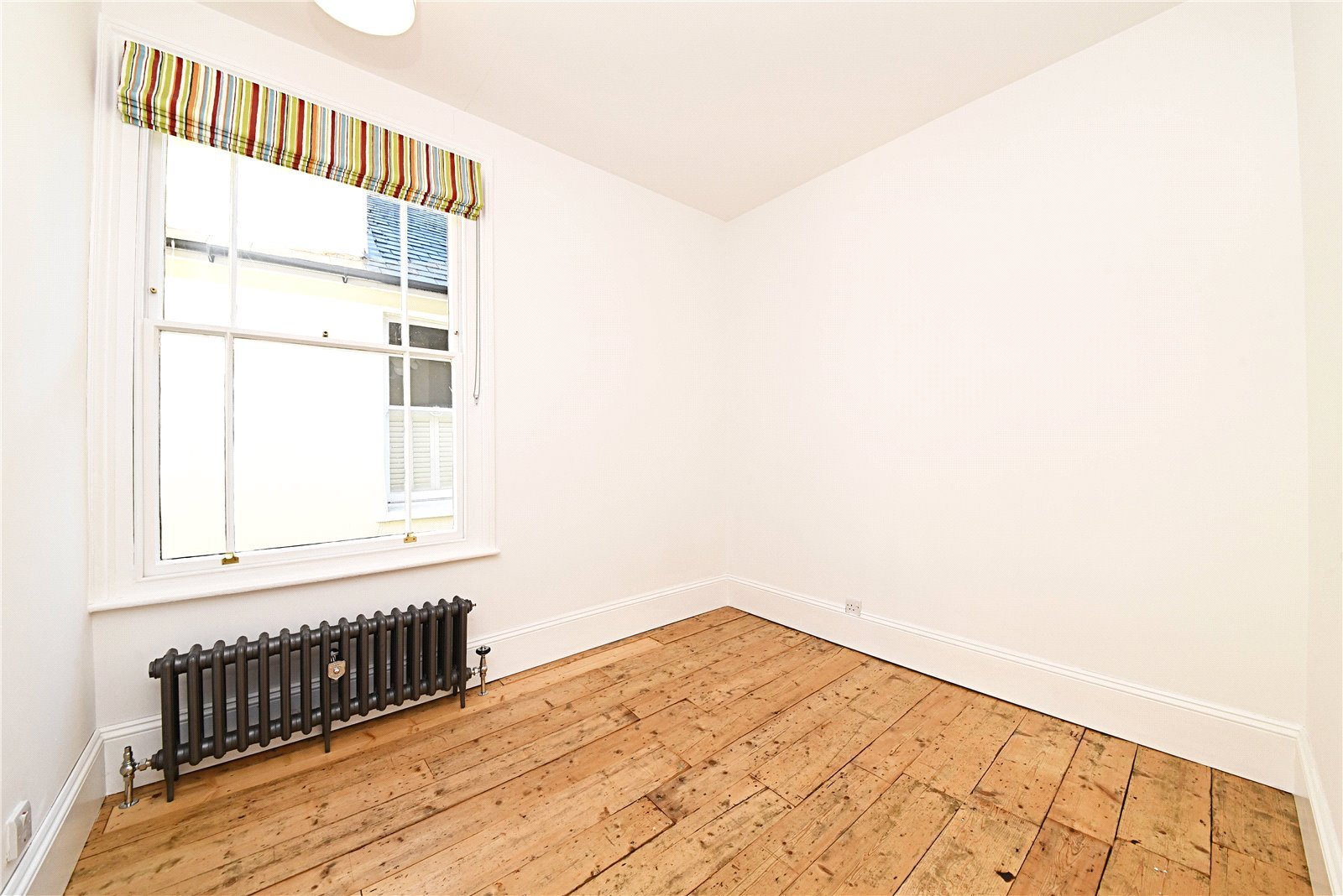 3 bed apartment to rent in Wood Street, High Barnet 7
