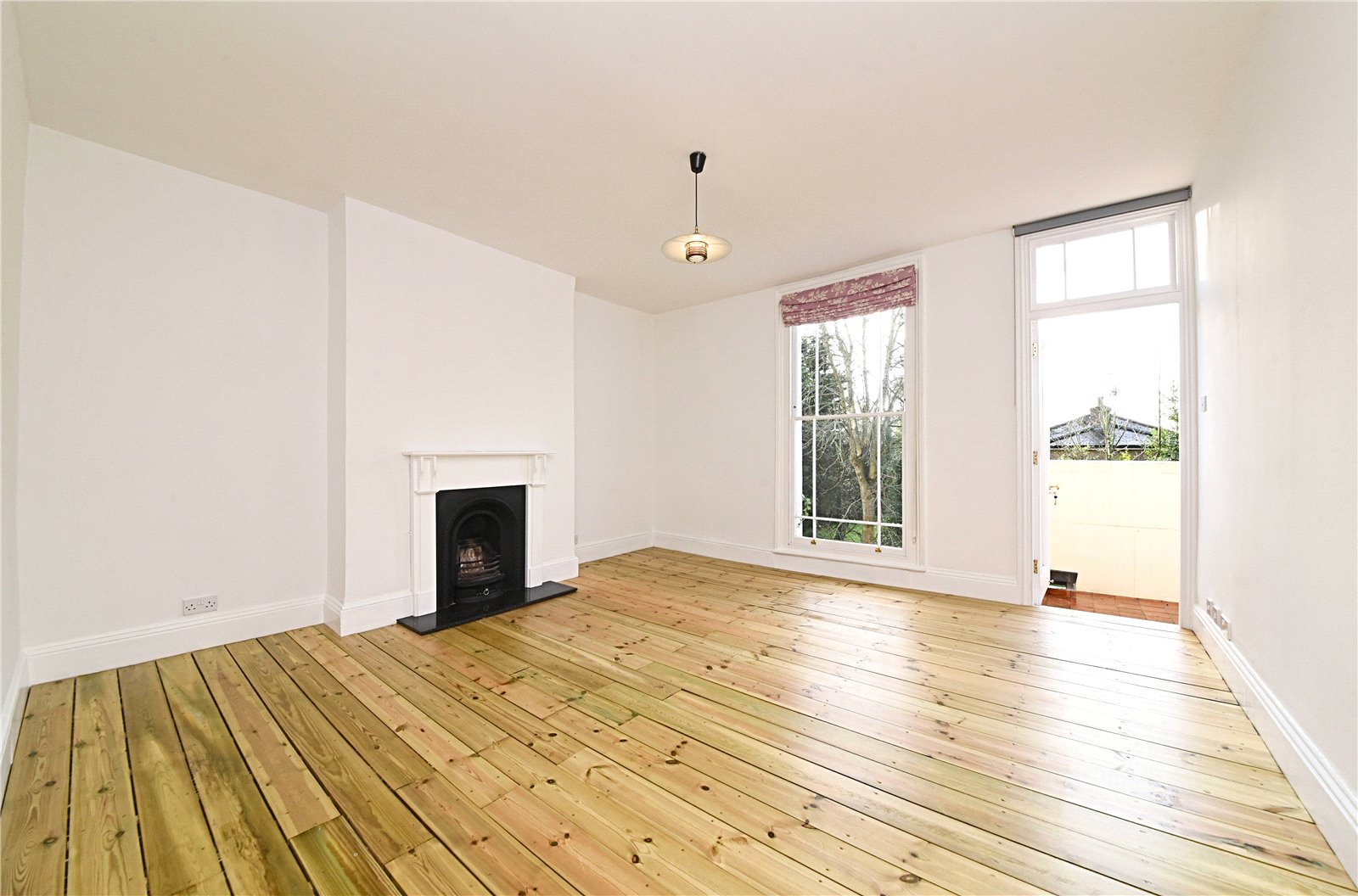 3 bed apartment to rent in Wood Street, High Barnet - Property Image 1
