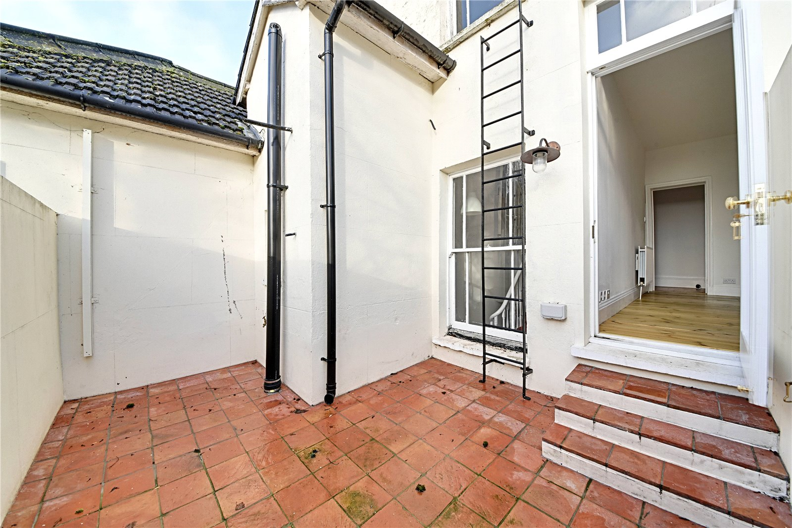 3 bed apartment to rent in Wood Street, High Barnet 3