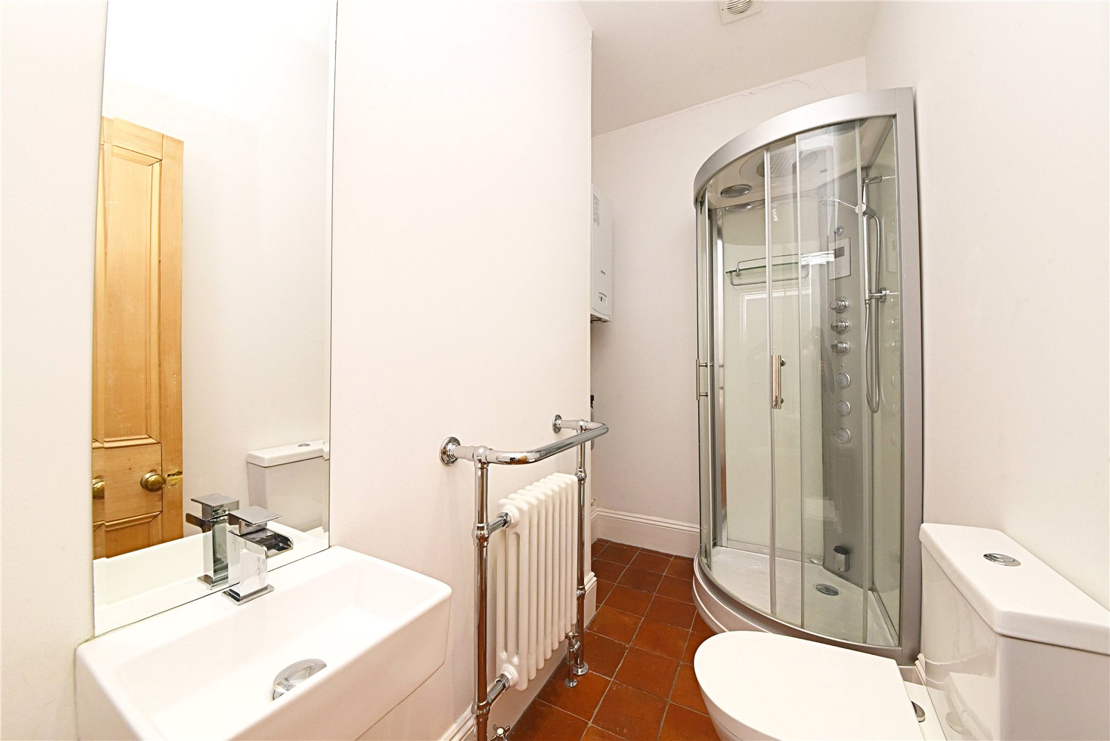 3 bed apartment to rent in Wood Street, High Barnet  - Property Image 5