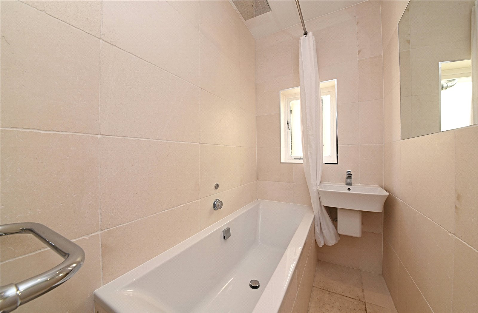 3 bed apartment to rent in Wood Street, High Barnet  - Property Image 12