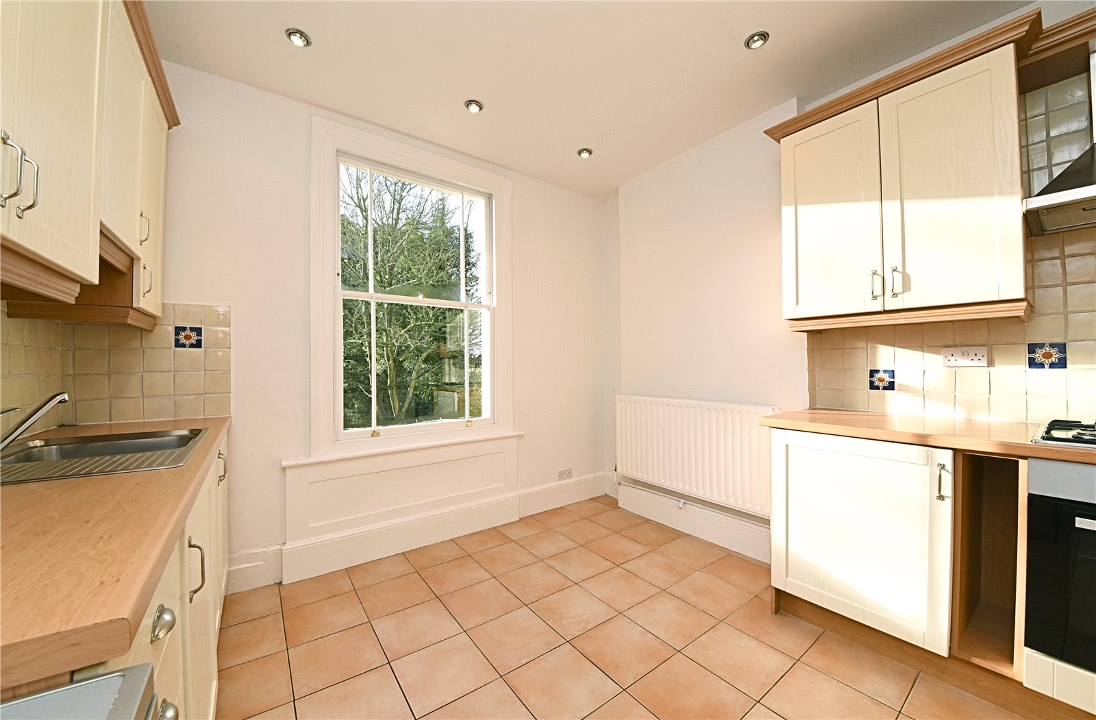 3 bed apartment to rent in Wood Street, High Barnet  - Property Image 3