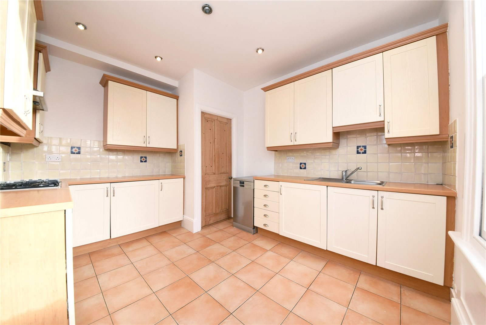 3 bed apartment to rent in Wood Street, High Barnet  - Property Image 7