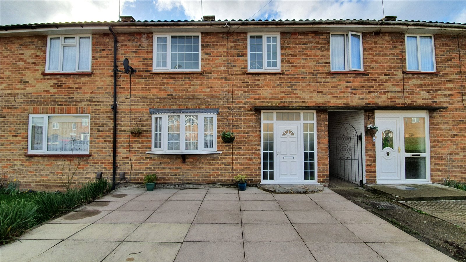 3 bed house for sale in Edgware, HA8 8XT - Property Image 1
