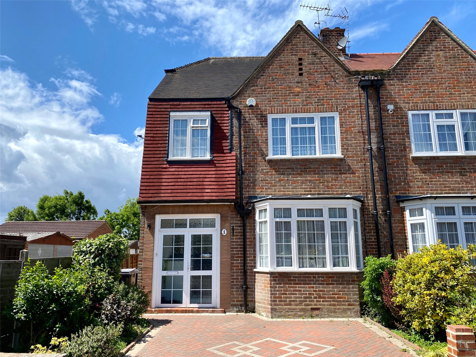 3 bed house for sale in London, N12 9ND  - Property Image 1