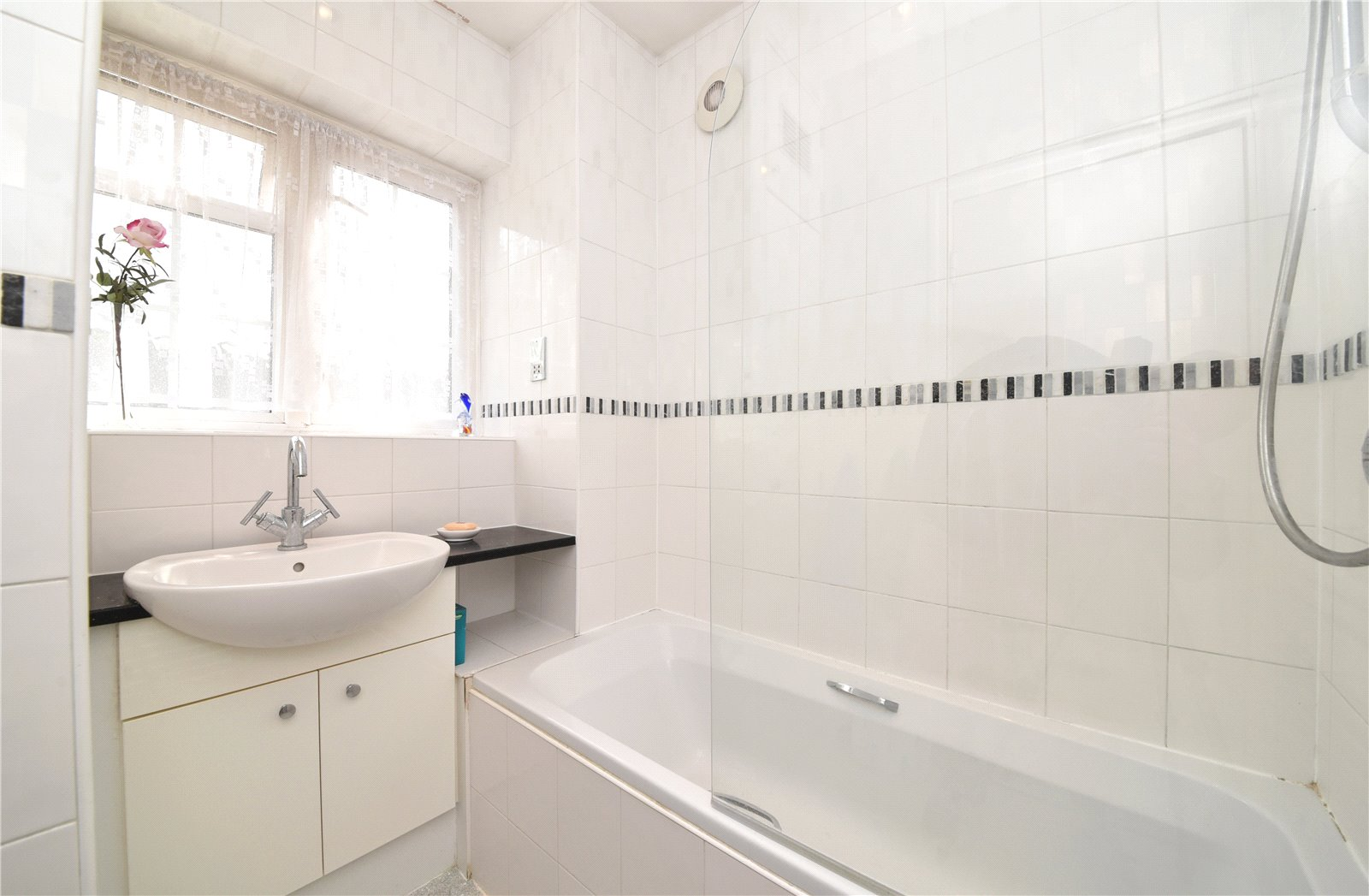 3 bed house for sale in London, N12 9ND  - Property Image 4