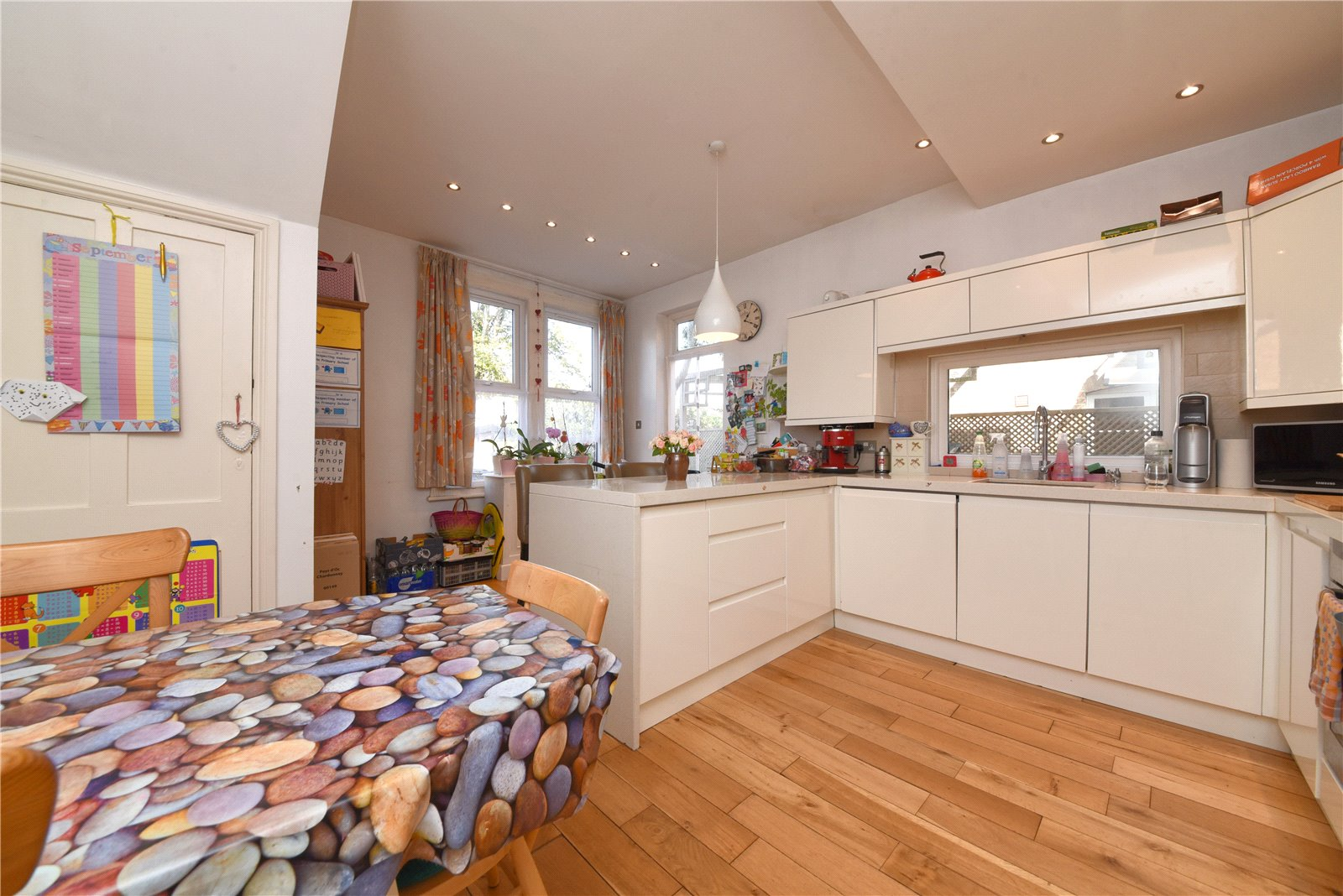 2 bed apartment for sale in East Finchley, N2 0SX 5