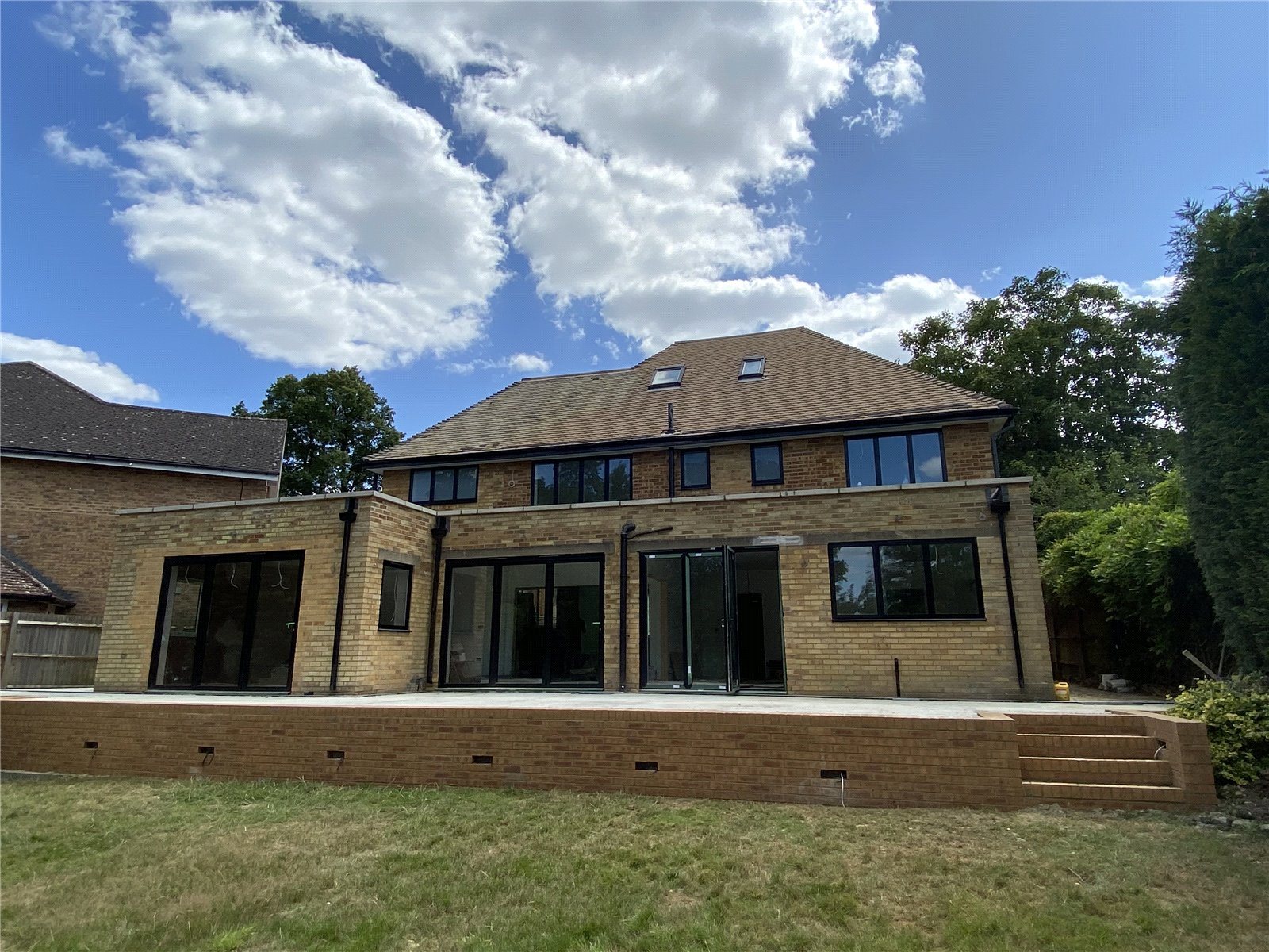 5 bed house for sale in Edgware, HA8 8DQ - Property Image 1