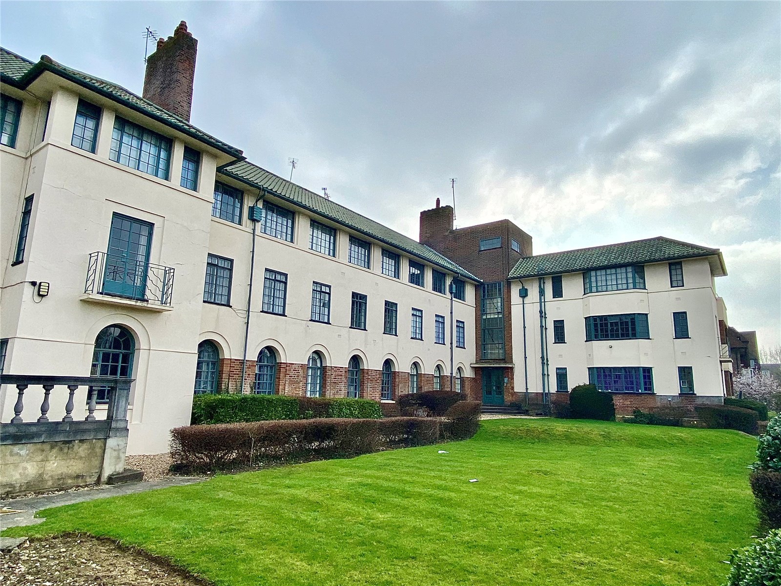 3 bed apartment for sale in Temple Fortune, NW11 6XX 4