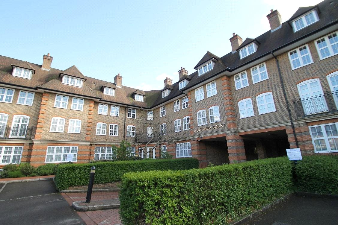 3 bed  to rent in Corringway, London, NW11
