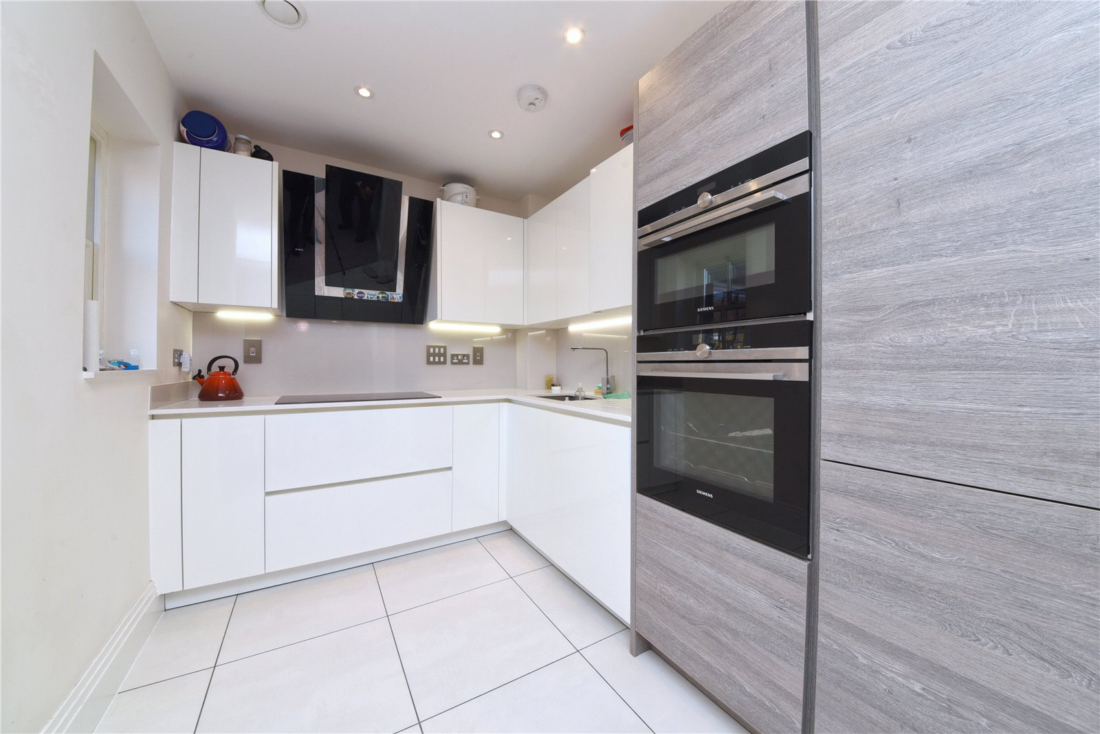 2 bed apartment for sale in Woodside Park, N12 8QP 1