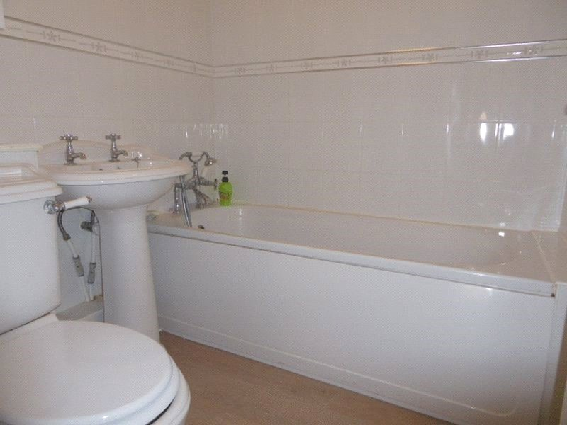 Apartment to rent in Meadway, Barnet 5