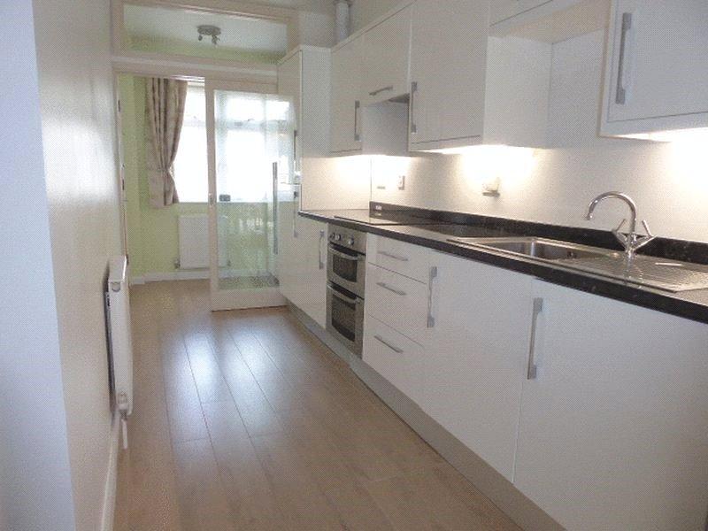 Apartment to rent in Meadway, Barnet, EN5